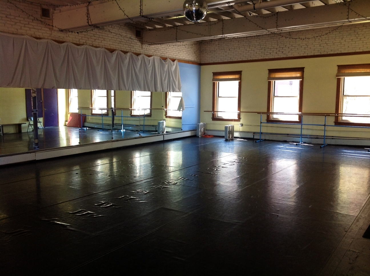 Live arts venues for Porte arts and dance studio